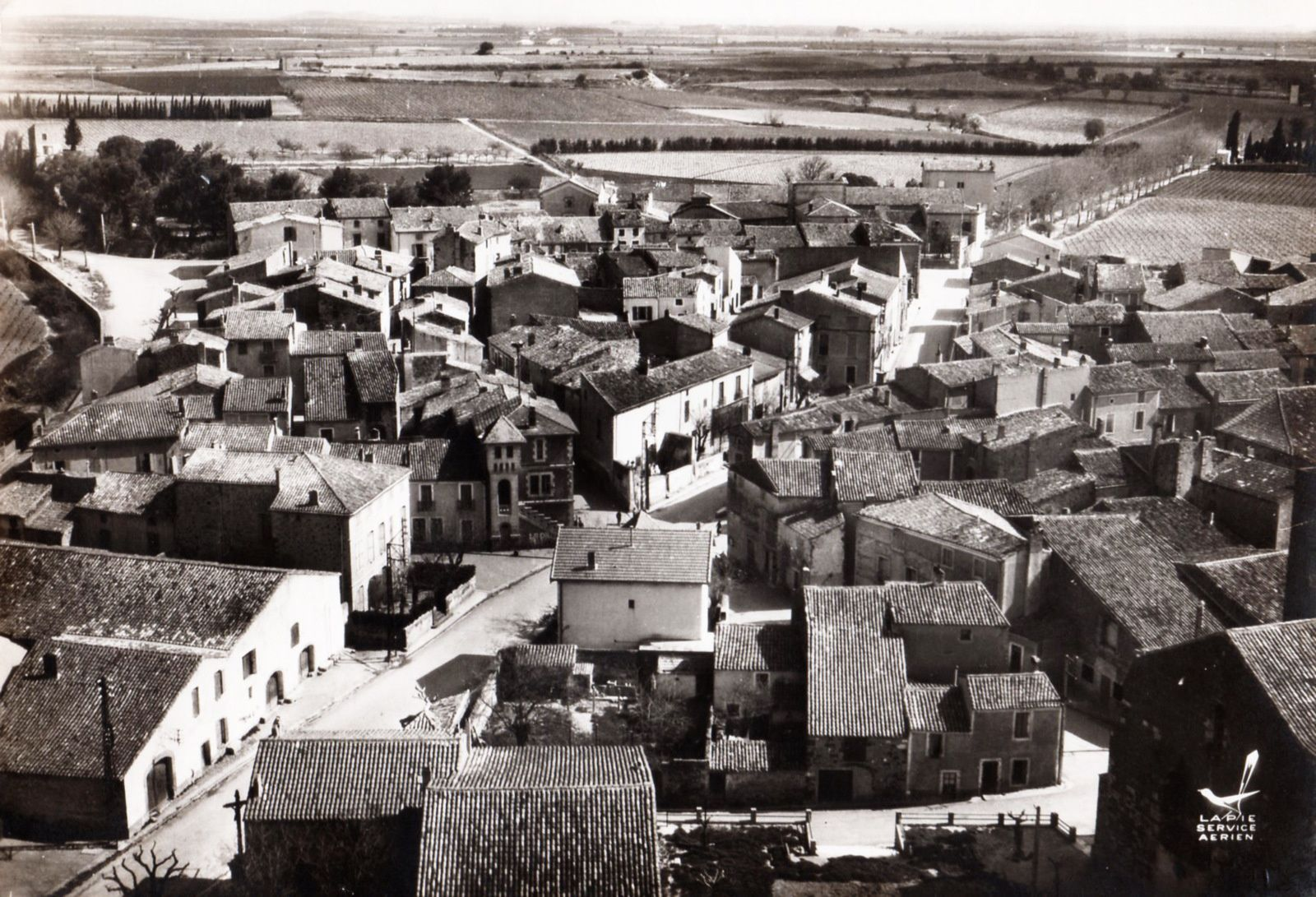 CP du vieux village vers 1960 ( Collection Paul Landuze)