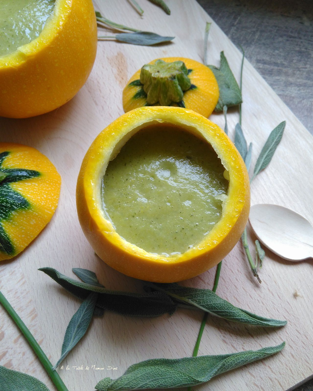 Velouté de courgette jaune &amp&#x3B; verte à la crème végétale d'amande