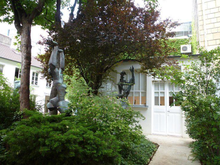 LE MUSEE ZADKINE, rue d'Assas près du jardin du Luxembourg - PARIS.