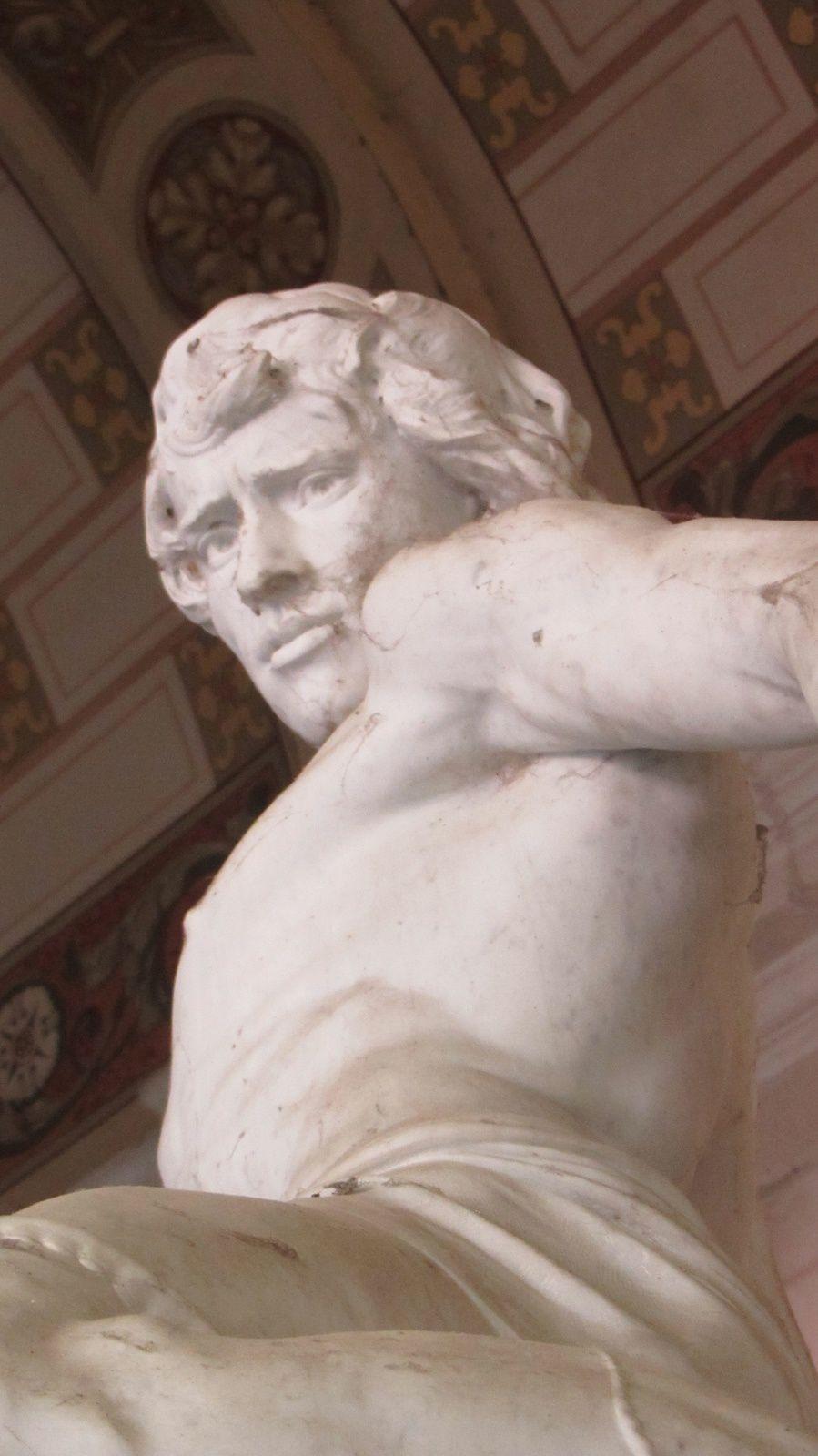 Gilliat et la pieuvre, marbre de Joseph CARLIER à admirer dans le jardin des Beaux Arts de Lyon