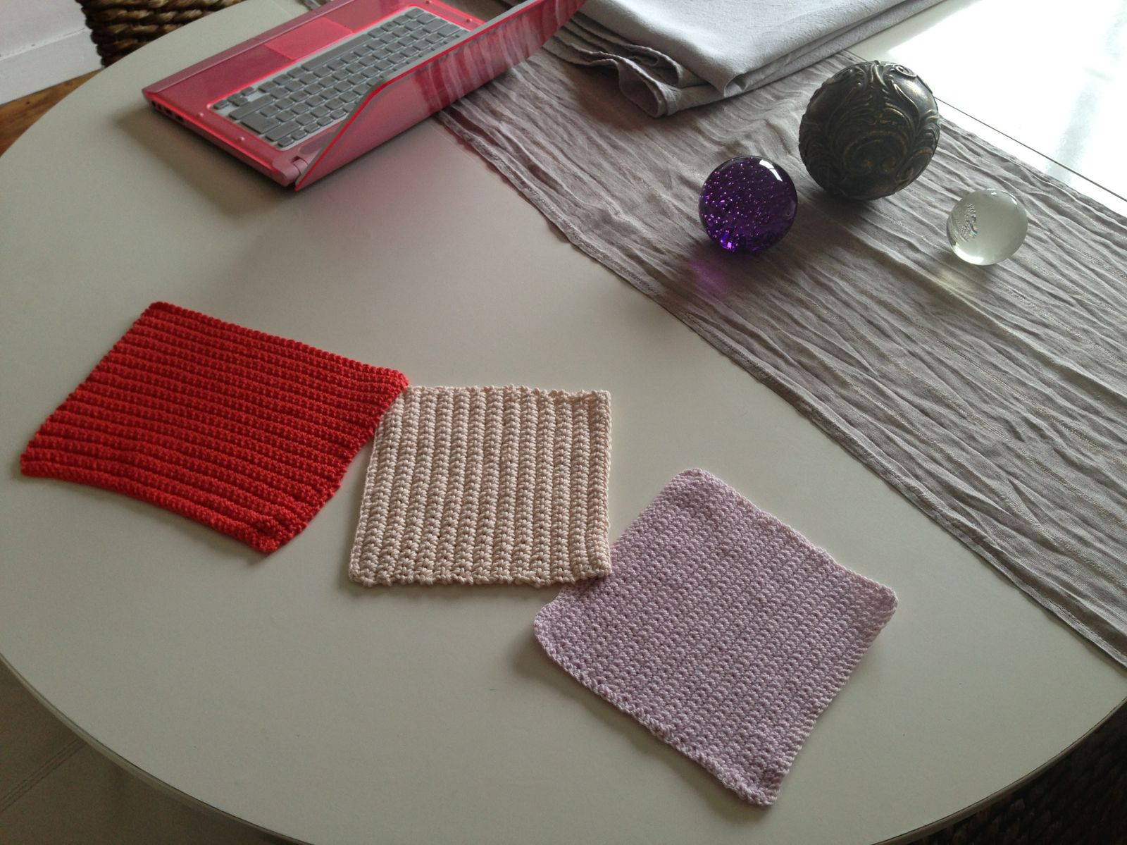 A mes aiguilles, I do myself...trois napperons-sets de table