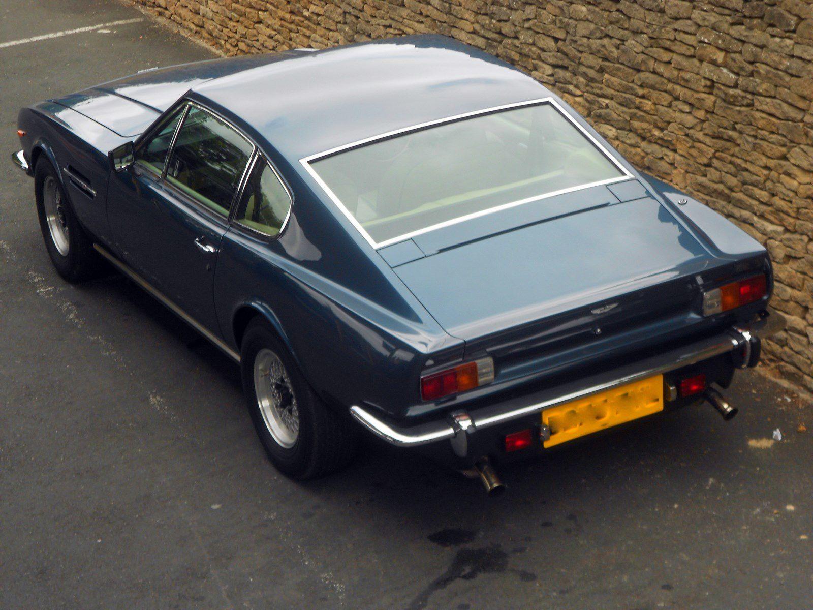 AM V8 1986
