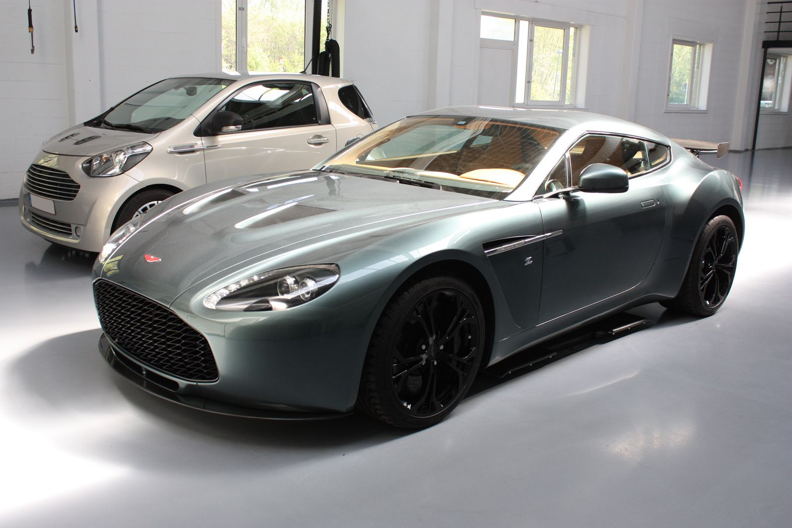 aston martin brussels v12 vantage gt3 amoc france. Black Bedroom Furniture Sets. Home Design Ideas