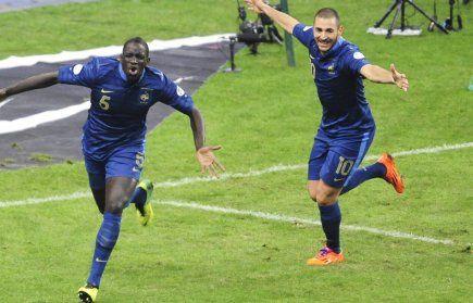 ILS l'ont fait ! bravo à l'équipe de France pour leur match et surtout bravo à DESCHAMPS  qui a su mobiliser les joueurs pour cet évènement !  Brasil Brasil nous voici nous voila ! VIDEO. La joie des Bleus sur le pelouse et dans les vestiaires c'est ici !