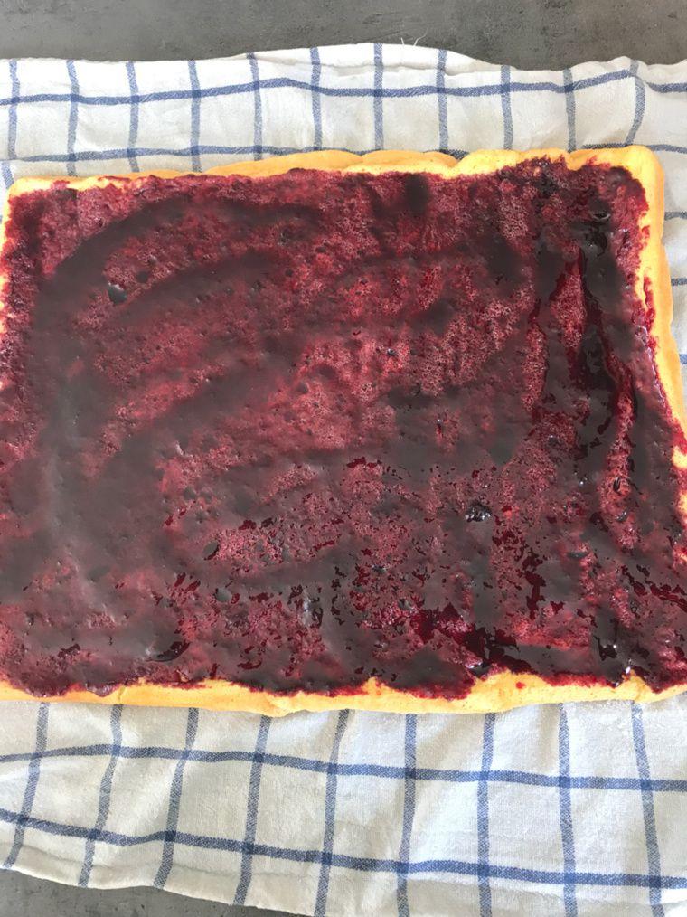 Gâteau Roulé à la confiture de mûres