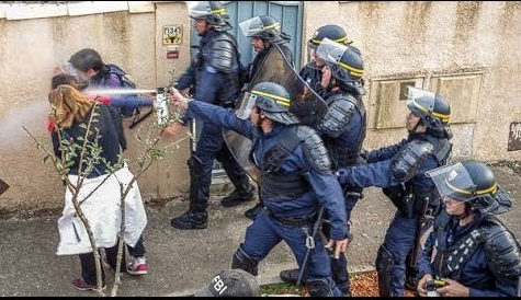 Manifestants/Police : choisis ton camp !