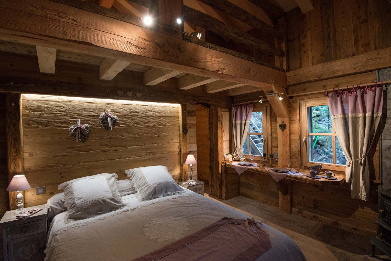 nuit insolite dans un amour de chalet bol d 39 air la. Black Bedroom Furniture Sets. Home Design Ideas