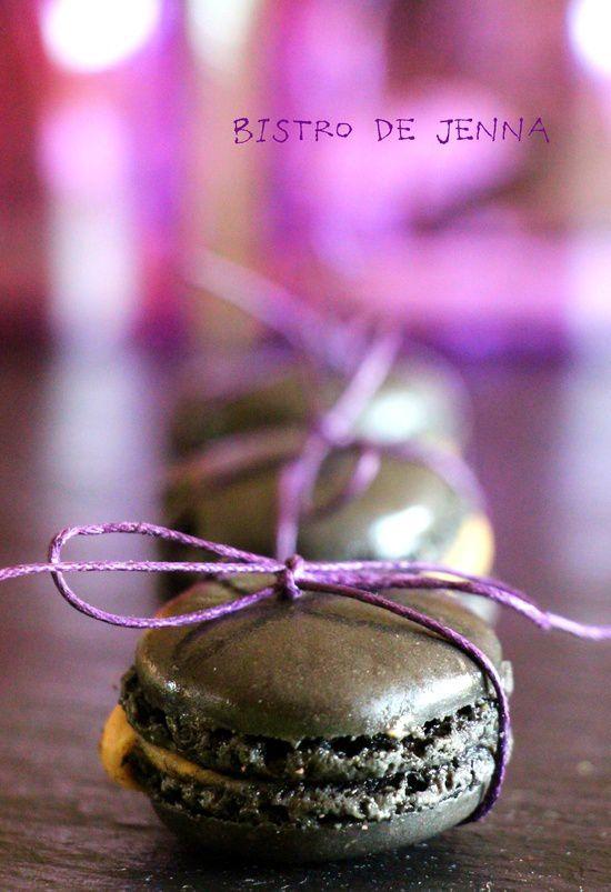 Macarons a la violette et cassis