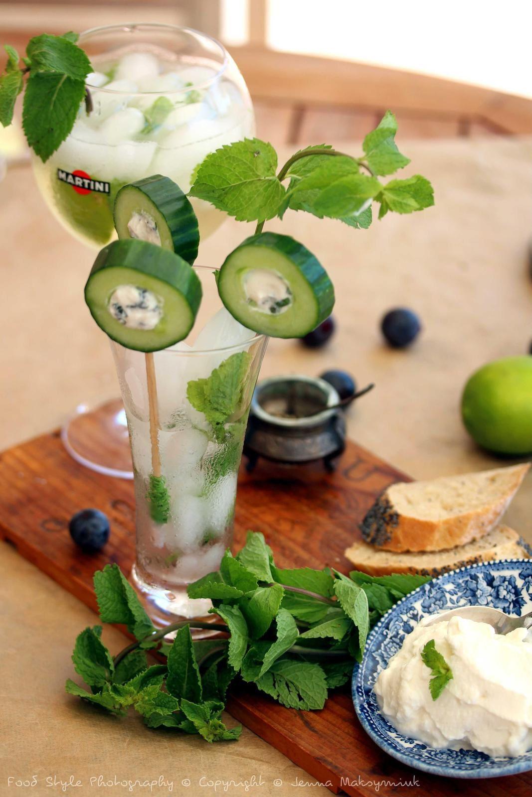Sucettes de concombre au ricotta et la menthe fraîche.