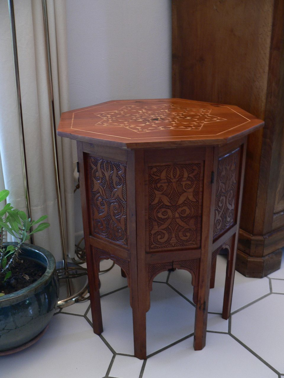 petite table marocaine. Black Bedroom Furniture Sets. Home Design Ideas