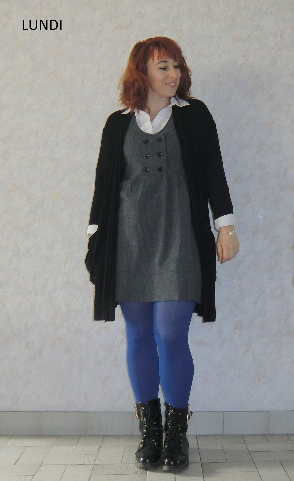 Chemise : Grain de Malice | Tunique : ? | Collant bleu : DIM | Veste & Bottines: BABOU | Bracelet : LOUISE ZOE