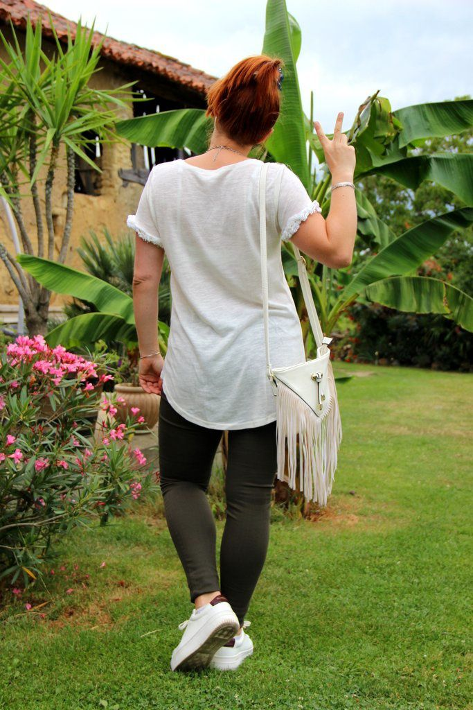Slim kaki et baskets blanches
