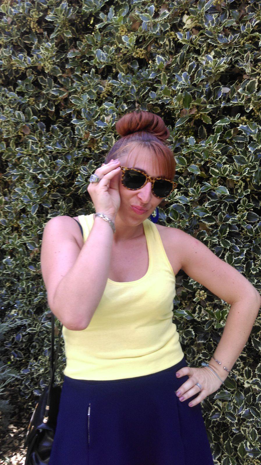 Jupe BABOU - Top MIM - Sandales BESSON - Sac NINA RICCI - Tatouage temporaire : ALIEXPRESS