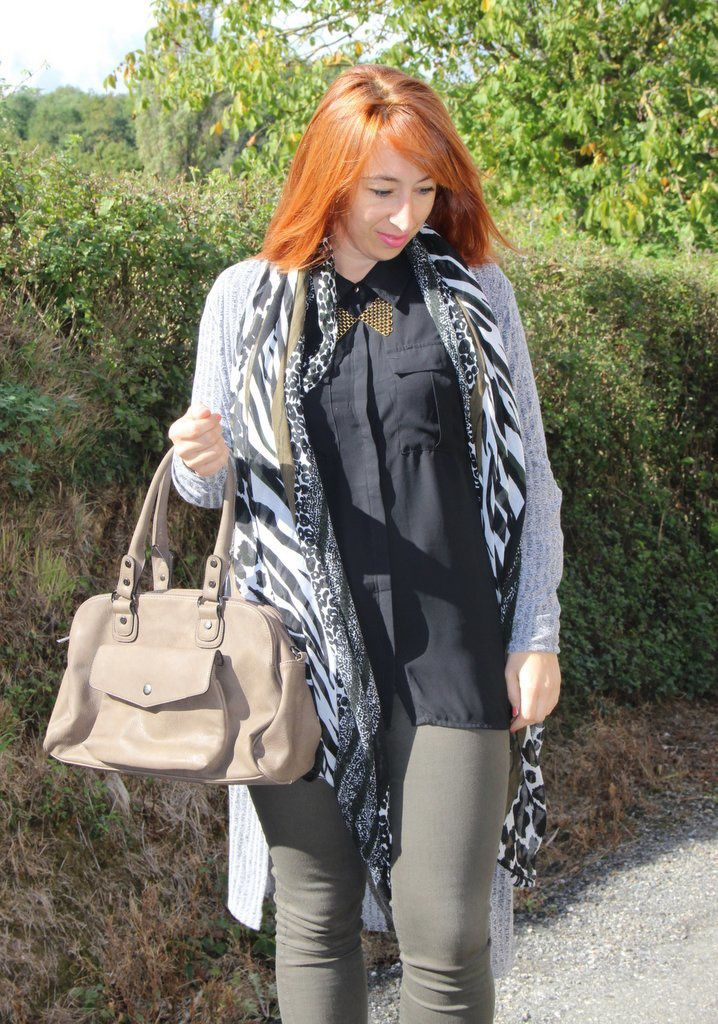 Chemise/Gilet/Sac : BABOU - Foulard : PIMKIE - Chaussures : BOOHOO - collier : NEEJOLIE