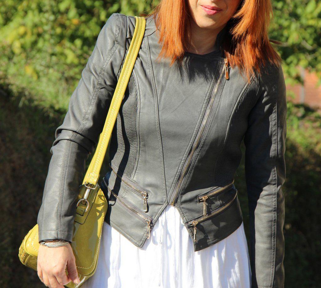 Perfecto & sac : BABOU / Jupe : LE TEMPS DES CERISES / T-shirt : PIMKIE / Sandales léo : LA REDOUTE / Collier : NEEJOLIE