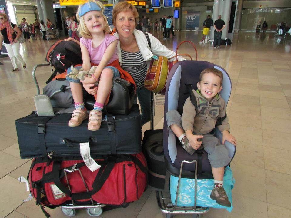 Après 11 heures d'avion, une nuit bien courte et nos 100 kg de bagages à l'aéroport de Marseille-Marignane.