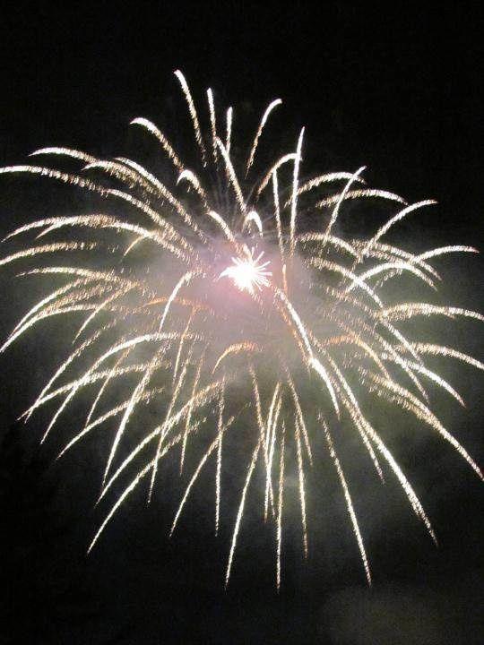 Pour finir la journée, en ce jour de fête nationale, nous assistons au feu d'artifice à Bourg Saint Maurice.