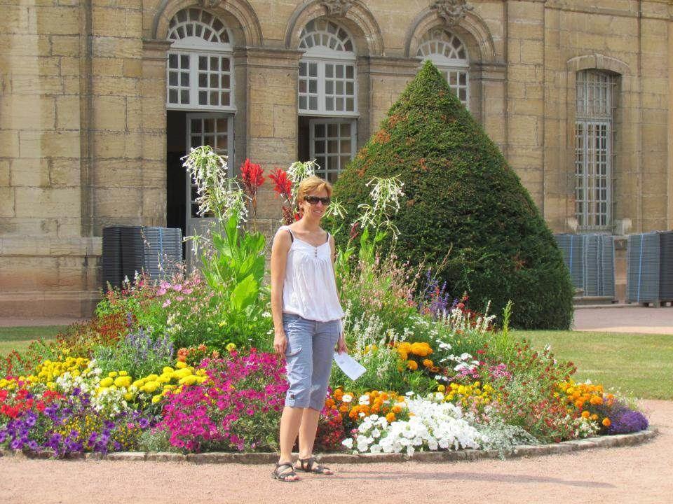 Aurore dans les jardins des haras qui héberge l'école des arts et métiers.