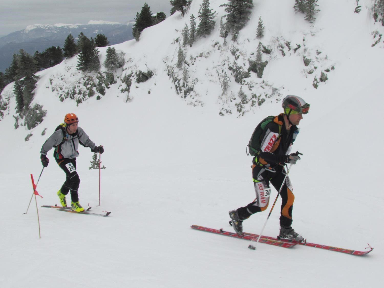 Les coureurs ont bravé la neige et le vent avant l'arrivée des éclaircies