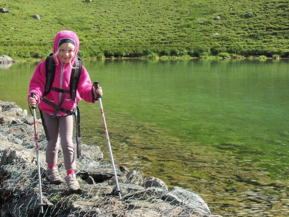 Passage au bord du Lac Claret juste après être passé à côté du troupeau de moutons gardé par un Patou