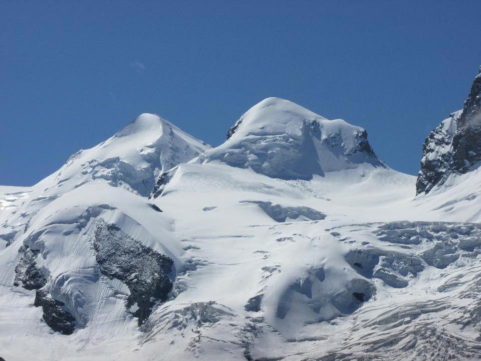Superbe vue sur les sommets de plus de 4000 m des Alpes Valaisannes