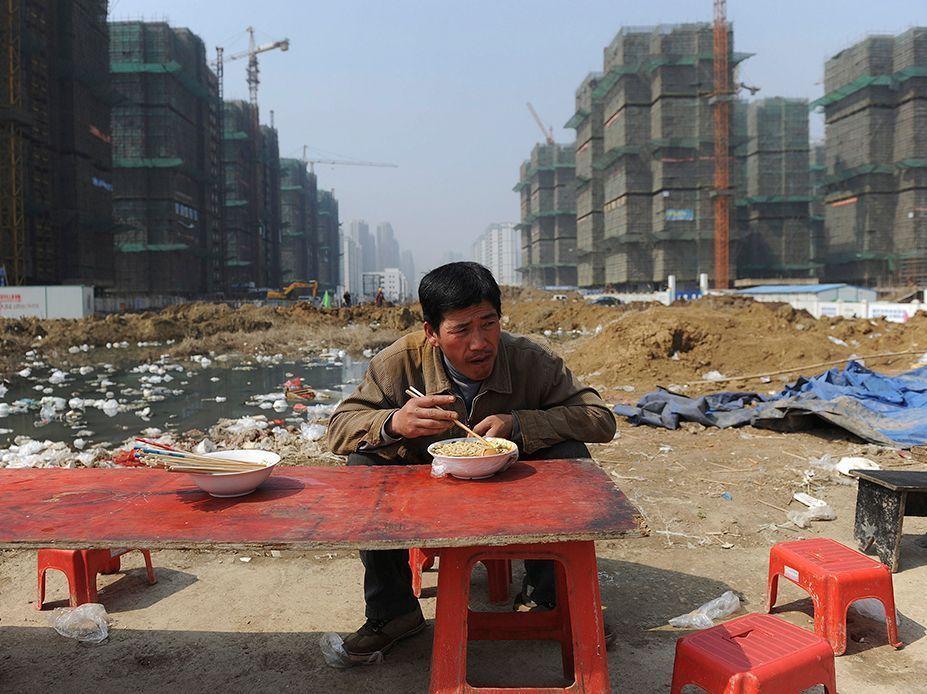 Un mingong sur un chantier de construction