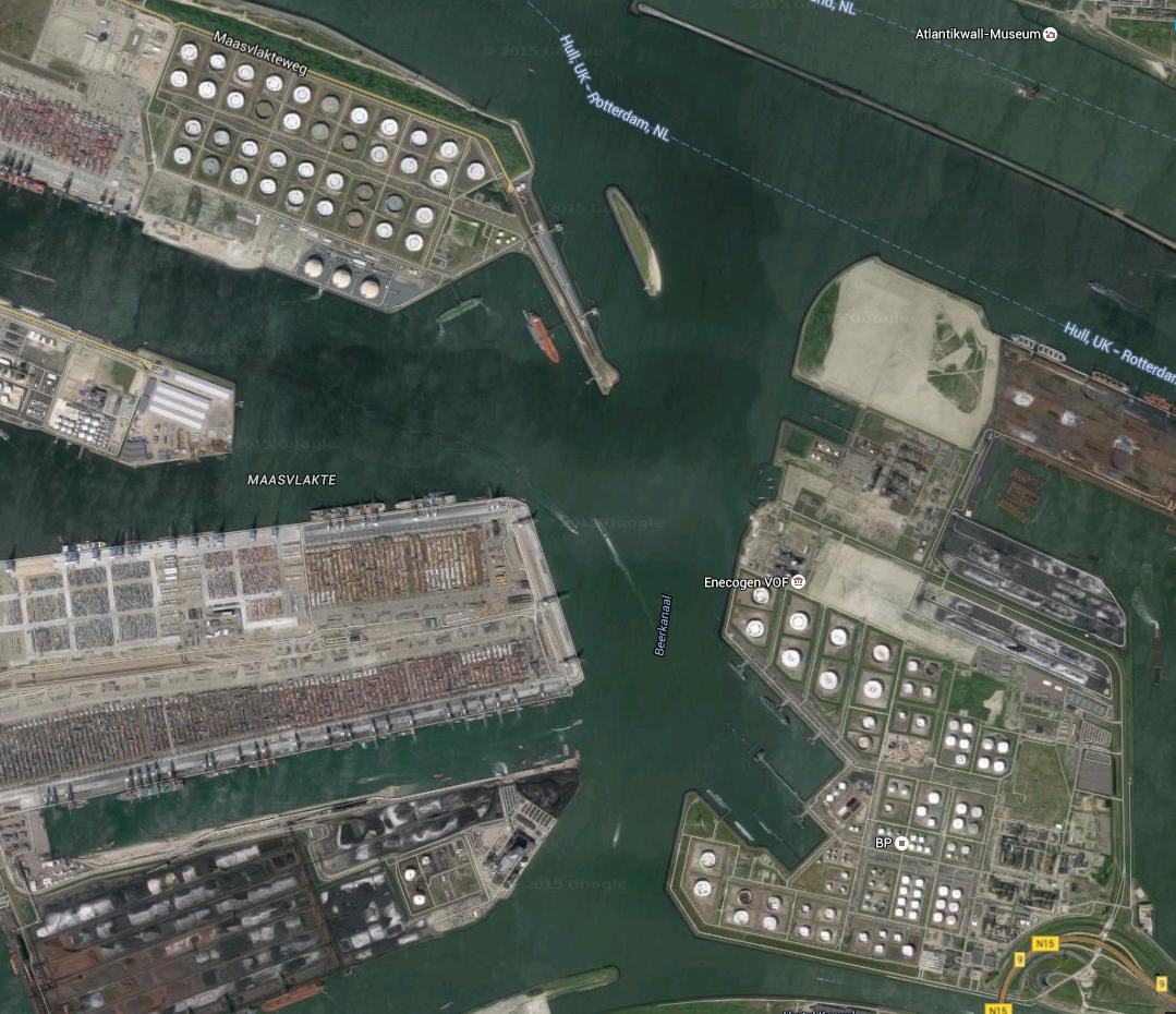 Le port de Rotterdam (google maps)