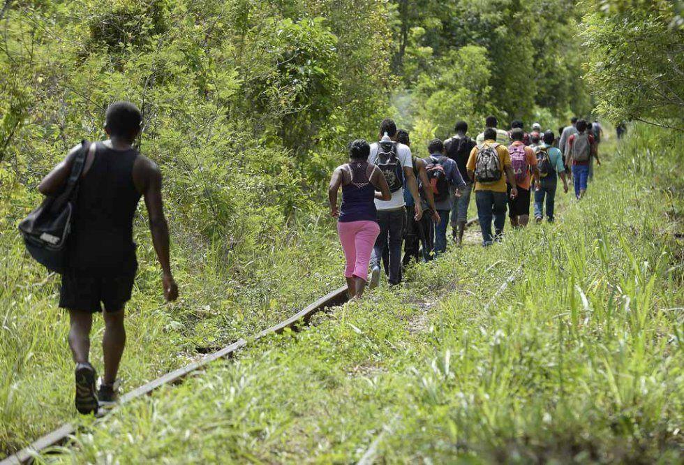 Des migrants marchent à Palenque dans l'état du Chiapas au Mexique, le 19 juin, 2015 (AFP Photo / Alfredo Estrella)