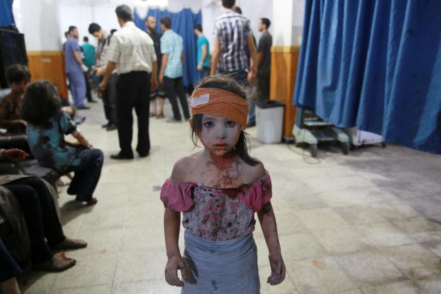 Après un raid aérien dans la ville de Douma, Syrie, 22 août 2015 (Abd Doumany)