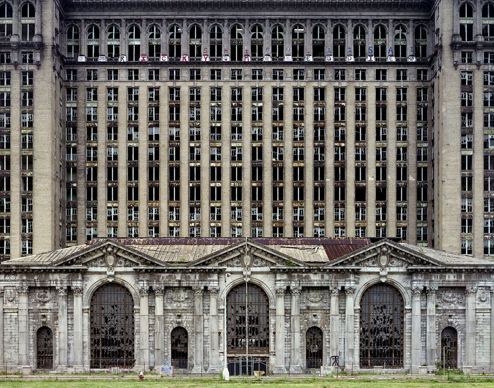 La Michigan central station en ruine. Photographie de Yves Marchand et Romain Meffre.