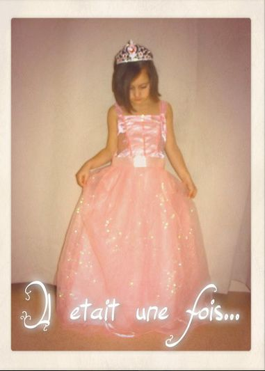 http://www.ledeguisement.com/19992,panoplie,princesse,clara.html ( 25€90 )