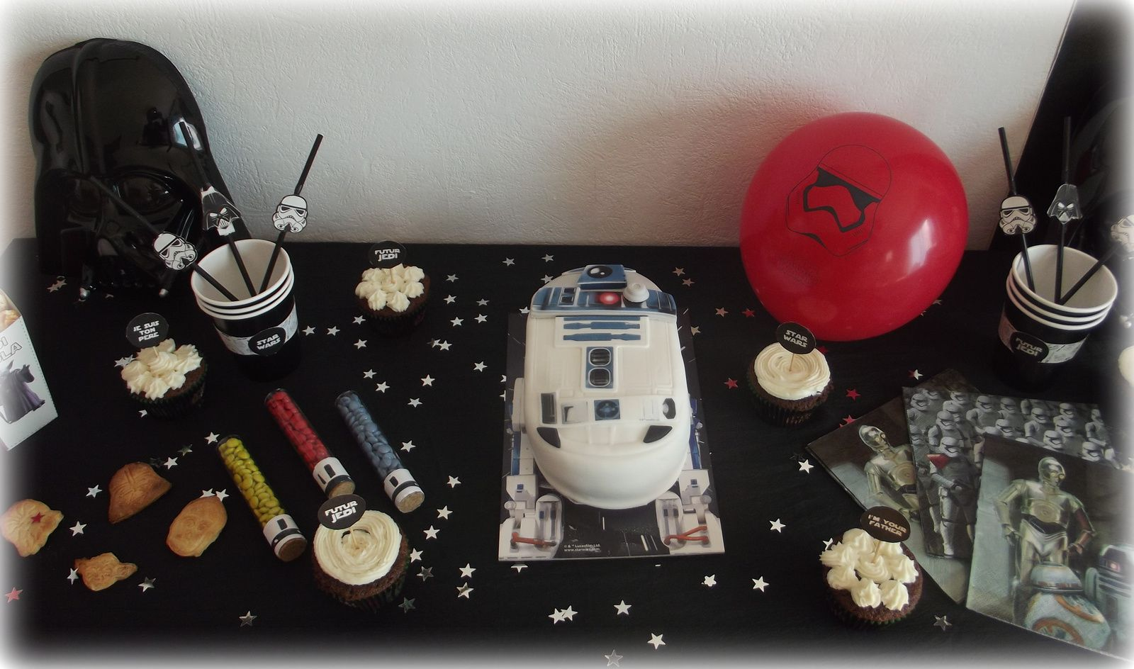 Une birthday party star wars les micmacs de malova - Deco star wars anniversaire ...