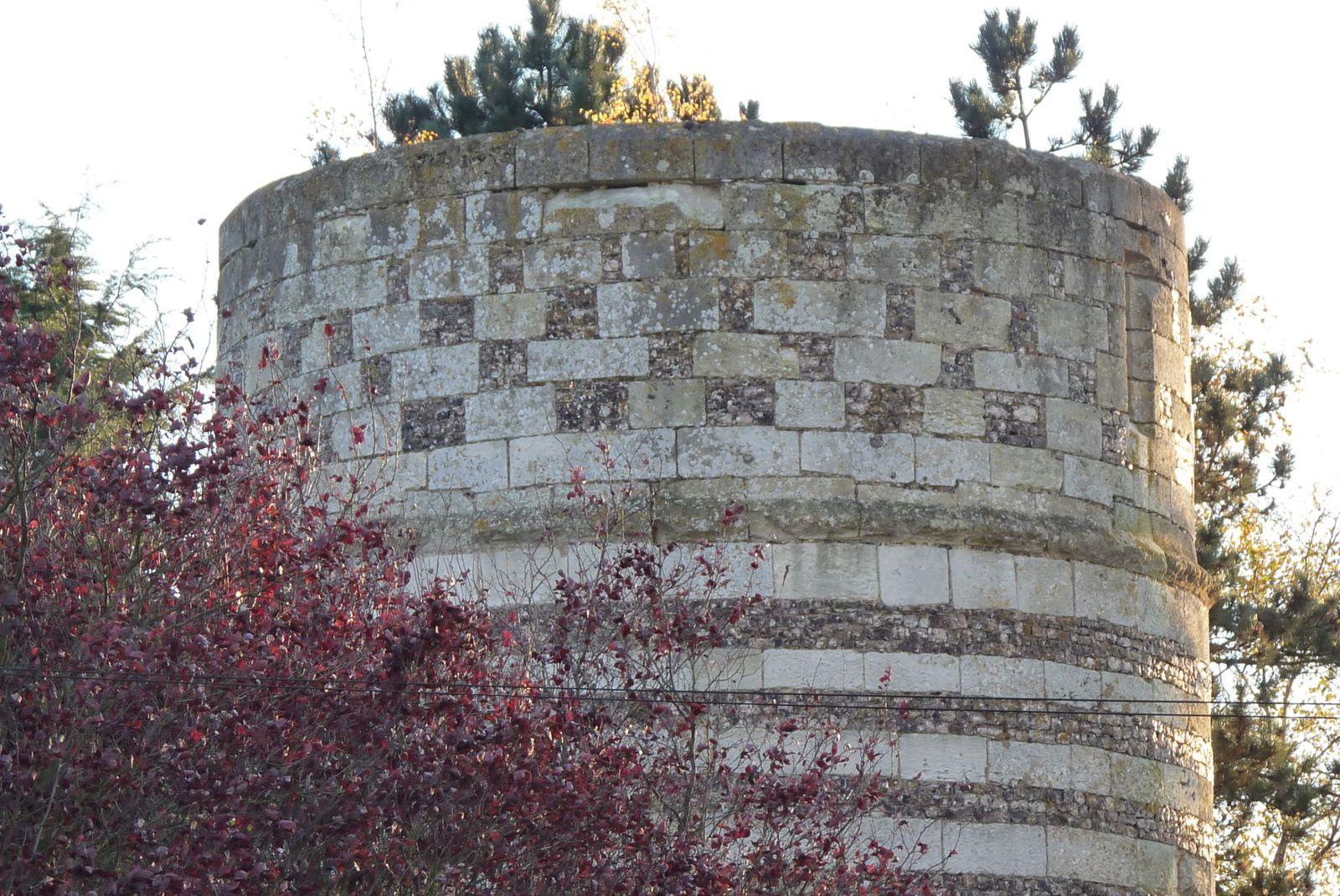 Détail de l'appareillage du niveau supérieur de la tour du moulin (cliché Armand Launay, novembre 2013).