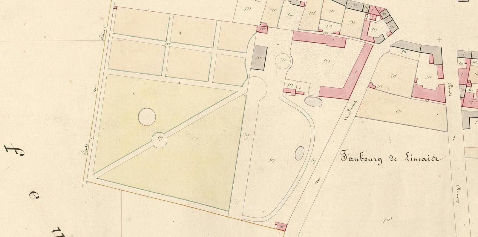 Le cadastre de 1834 montre nettement le Château du Centre de loisirs. La maison du concierge n'était pas encore bâtie et doit être contemporaines des remaniements du Château au XIXe siècle (Archives départementales de l'Eure).