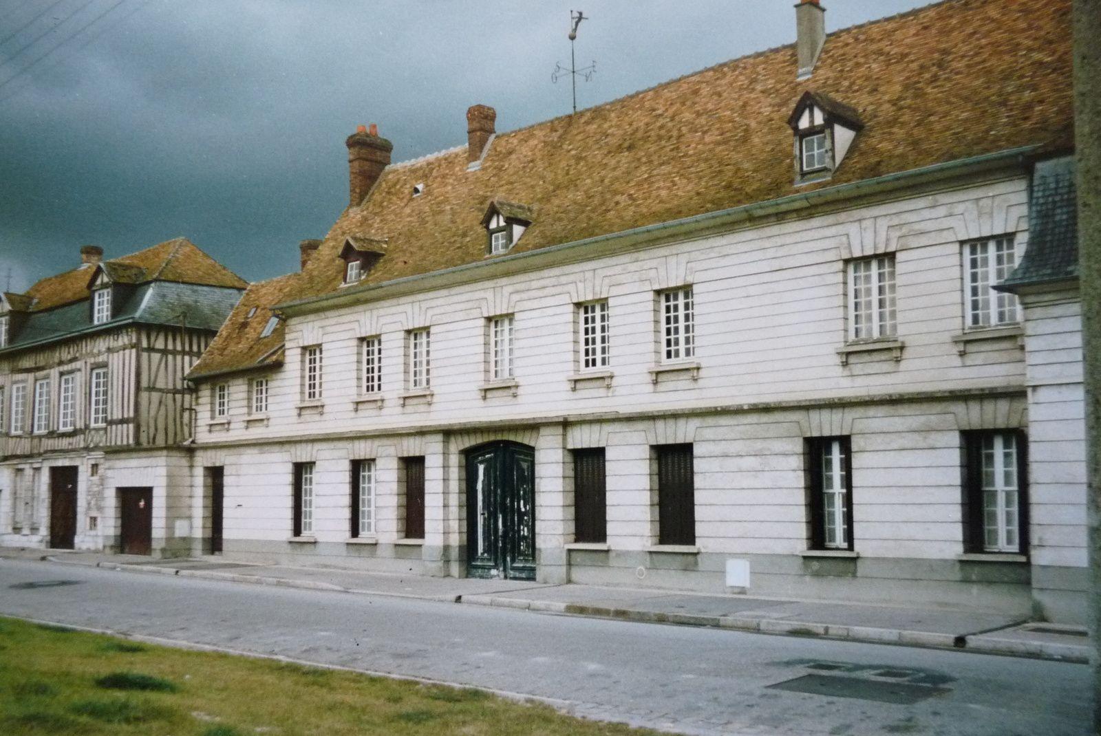 Photographie prise durant les travaux de l'espace Jacques-Henri-Lartigue en 1995 (cliché Ville de Pont-de-l'Arche).