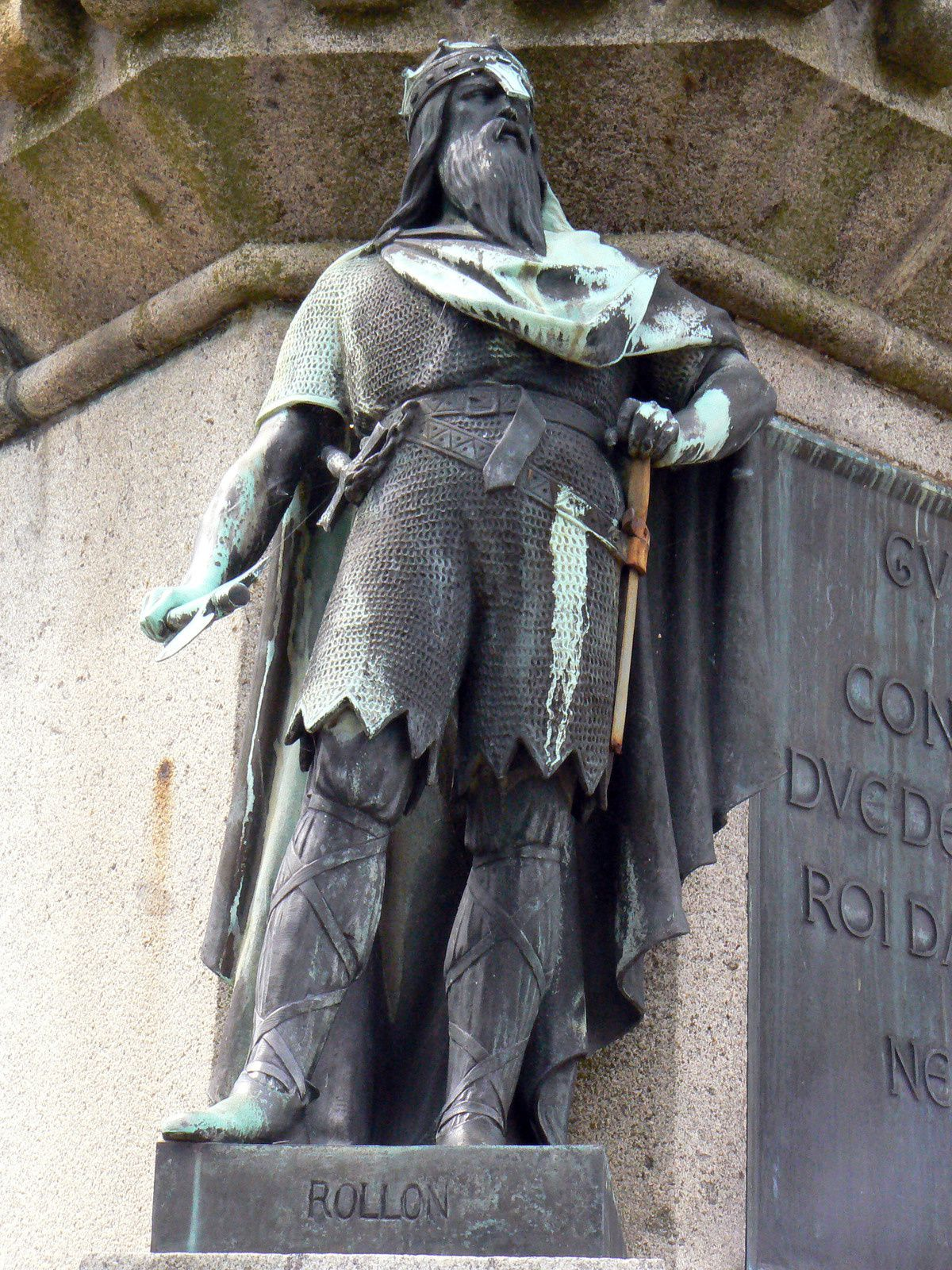 Rollon, statue de bronze faisant partie du groupe monumental représentant Guillaume le Conquérant entouré de l'ensemble des ducs de Normandie à Falaise (Calvados).