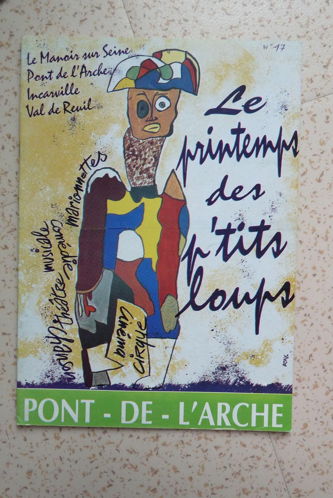 Quelques premières pages de couverture de Pont-de-l'Arche ma ville, bulletin municipal de l'équipe de Paulette Lecureux où la jeunesse est souvent mise en avant.