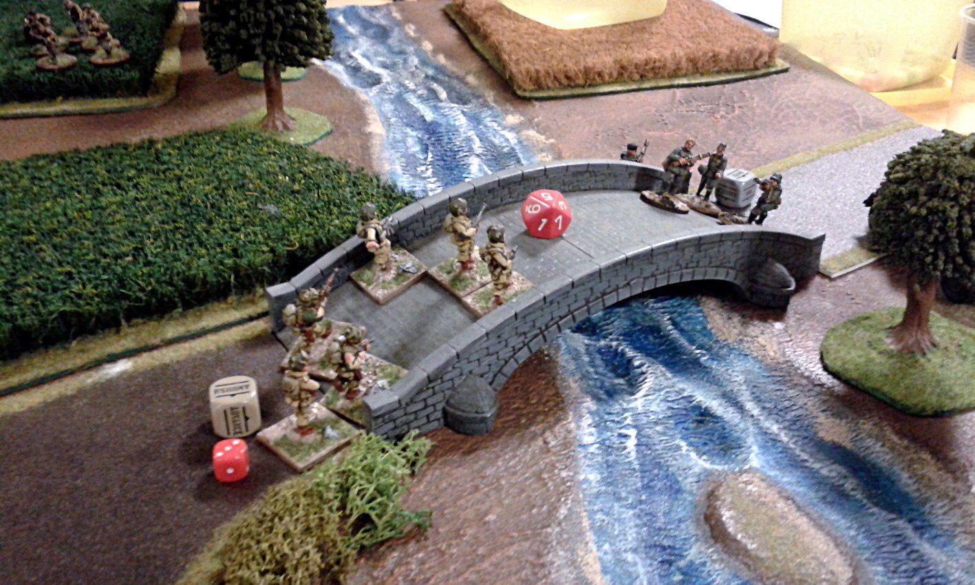 Les paras américains défendent le carrefour et tentent de prendre le pont qui était l'un des objectifs de la soirée.