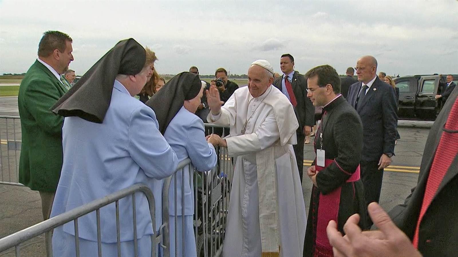 Le pape appelle à un rôle accru des laïcs et des femmes dans l'Église