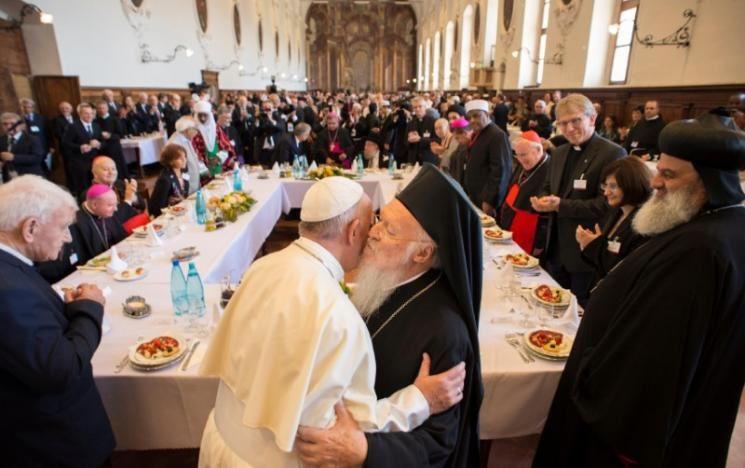 Le pape François à Assise, «Seule la paix est sainte, pas la guerre»