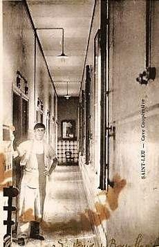 Cave coopérative de Saint-Leu (Arzew)  . Vers la fin de 1929, un groupe de viticulteurs de Saint-Leu se réunissait à la Mairie et fondait une Société ayant pour objet la création d'une cave coopérative. La première pierre sera posée le 21 janvier 1930 par le Président-Fondateur Octave LALLEMAND et Bertrand ROUBINEAU Vice Président. Les coopérateurs étaient sept à l'origine, on en compta rapidement soixante-sept! Prévue pour recevoir 15 000 hectolitres la Cave devra être agrandie et en recevra 60 000. Parmi les meilleurs d'Oranie, les vins font en moyens 12°5 ; ils obtiennent une médaille d'Or à l'Exposition Coloniale Internationale de 1931. La Société a installé aux abords immédiats de la Cave une distillerie moderne permettant de traiter les vins et les marcs. Le Conseil d'Administration a pour devise << Toujours mieux faire>> Source : Extrait partiel Revue P.N.H.A n°133 - Les grands Vins d'Oranie Numéro spécial de l'Afrique du Nord illustrée Edition L.FOULQUIE-ORAN- www.passerieux.com/historique.html Source : http://www.geneawiki.com/index.php/Alg%C3%A9rie_-_Saint-Leu