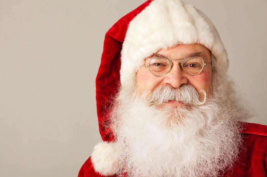 Noël à l'Élysée – Le Président longuement réconforté par le Père Noël