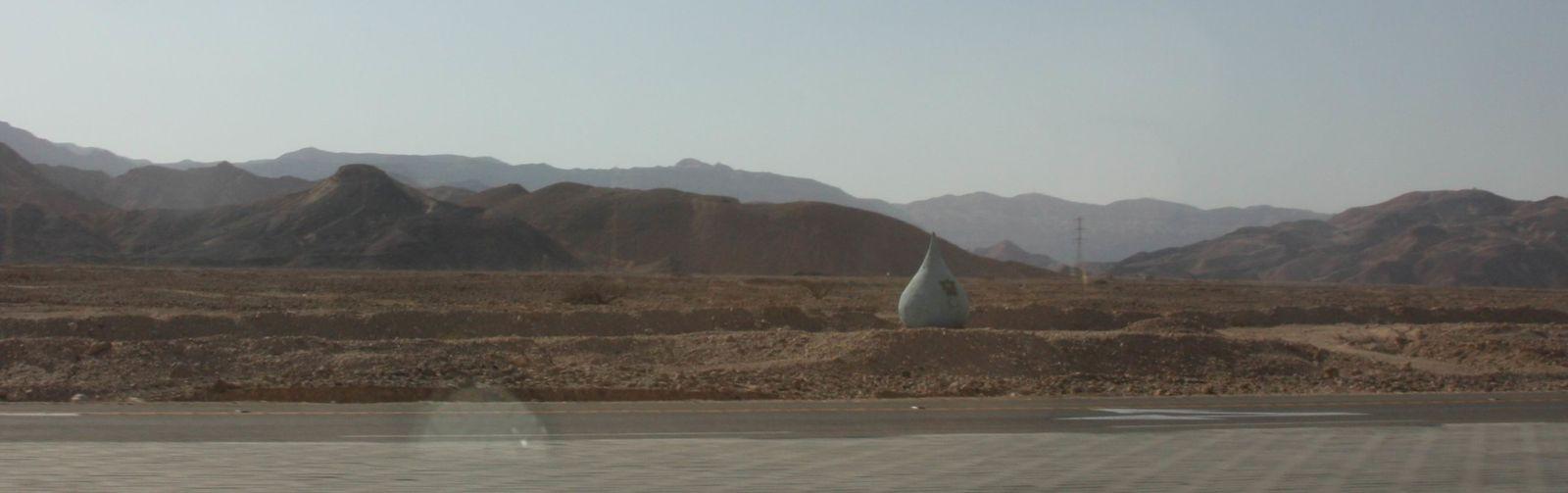 Une goutte d'eau dans le désert