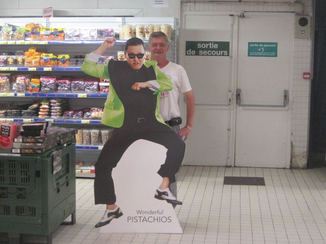 Psy est en France ~ Psy is in France - Psy - Pistachios