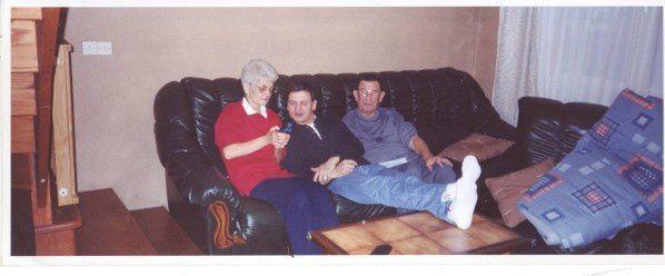 Je n'aime pas les photos de moi et je crois que c'est la dernière photo avec ma mère et aussi mon père décédé le 27 octobre 2013