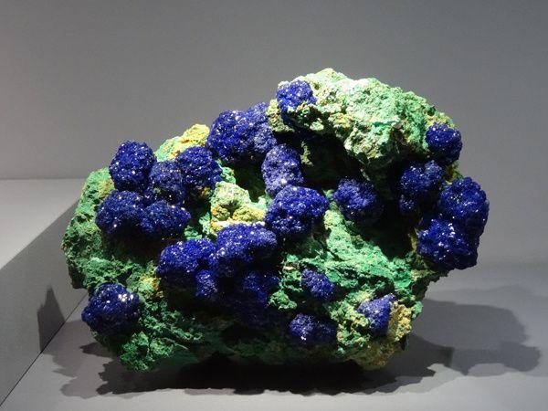 AZURITE ET MALACHITE  Carbonates, Cu3(CO3)2(OH)2 et Cu2(CO3)(OH)2  San Juan Co., Utah, Etats-Unis