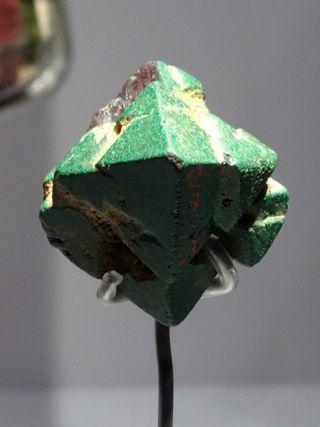CUPRITE  Pseudomorphose de cuprite par de la malachite  Chessy, Rhône, France