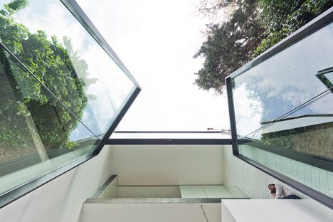 Four tonnes and six metres height, pivoting glass doors by Studio Sculp IT