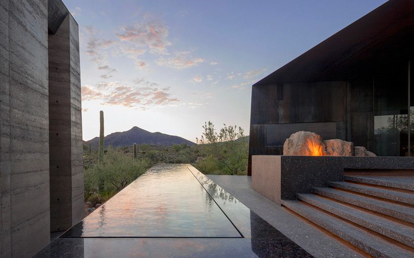 Courtyard house in Arizona by Wendell Burnette Architects