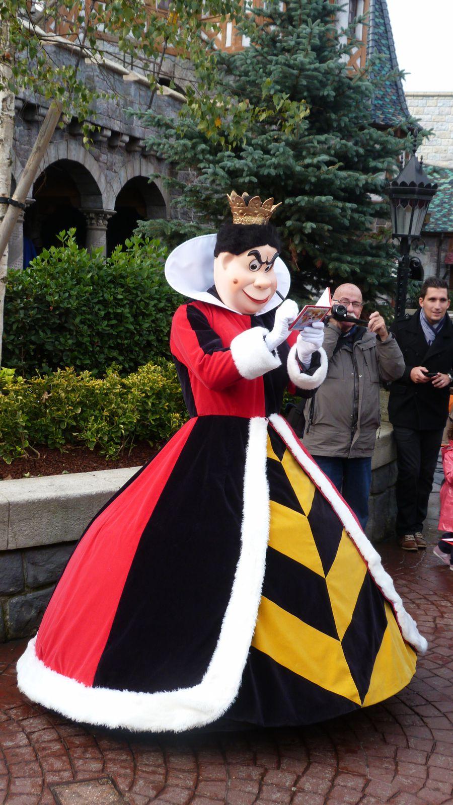 Redécouvrez la cavalcade d'Halloween de Mickey :